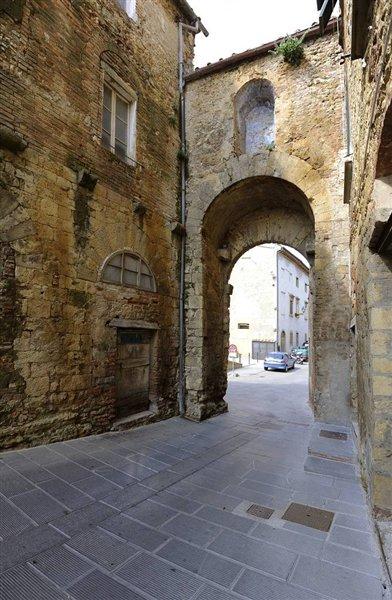 Porta Orcolina Pomarance
